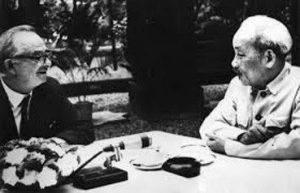 A história do povo do Vietnam contemplada e evocada por Wilfred Burchett