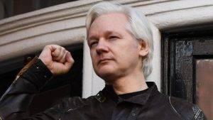 Julian Assange, refugiado político
